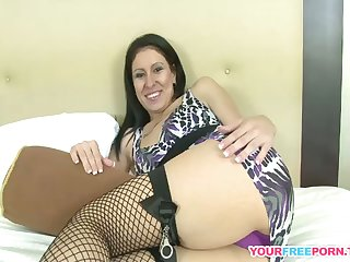 The Incredible Arse Of The Milf! Their way First Gangbang!