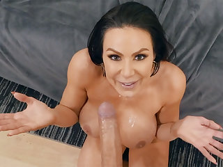 Crazy fan milf demands lovemaking from porn leading man