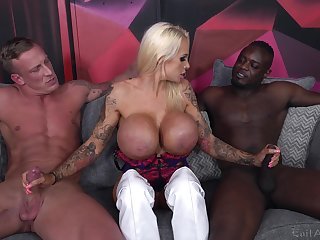 Cougar slut deals two monster dicks in a outcast threesome