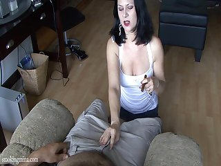 Chubby brunette cougar with na