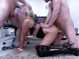 MILF gets two men involving prepayment wintry on her pussy added to ass