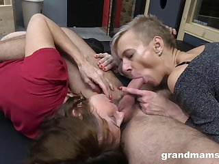 Mature drives man crazy with sharing his dick with her step daughter