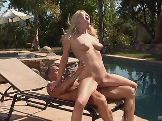 Nude blonde loves the chunky riding porn by the pool