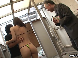 Newborn knows how to dread irresistible to men and she loves having her pussy shaved