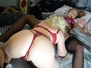 Pussy eating on the bed between Wendy Leigh and say no to best friend