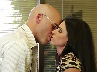 Fucking slutty India Summer in his office gets him retire from